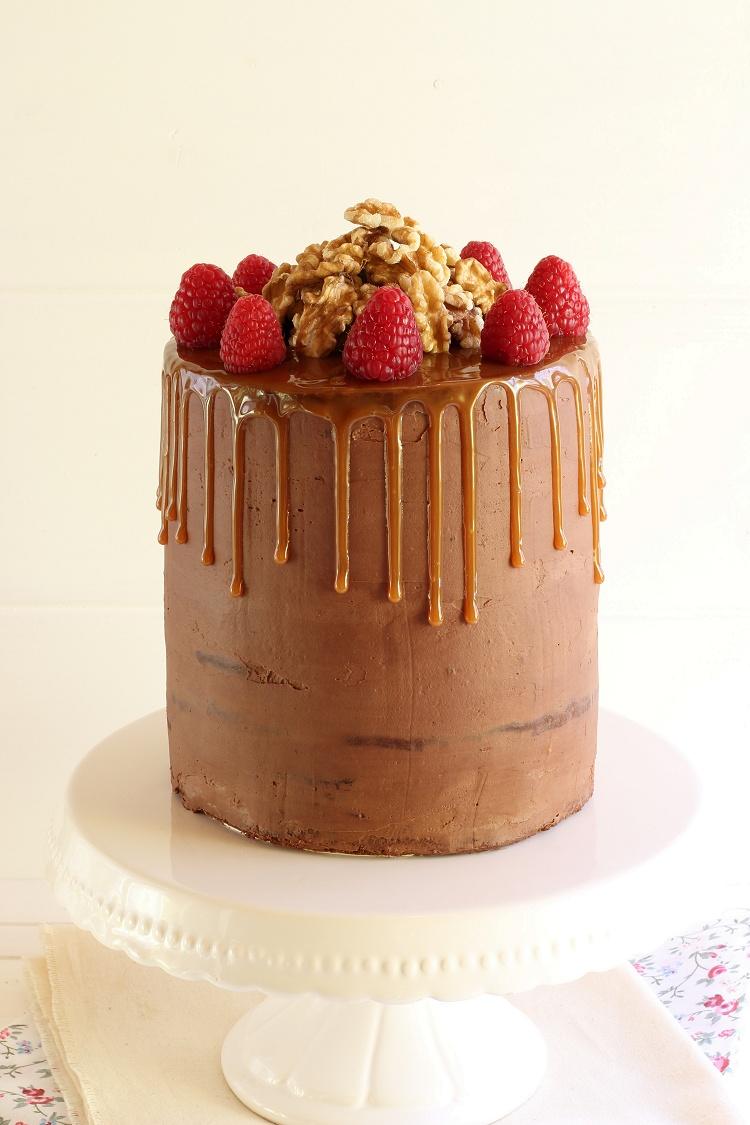 Schokoladen-Karamell-Walnuss-Himbeer-Torte - Drip Cake