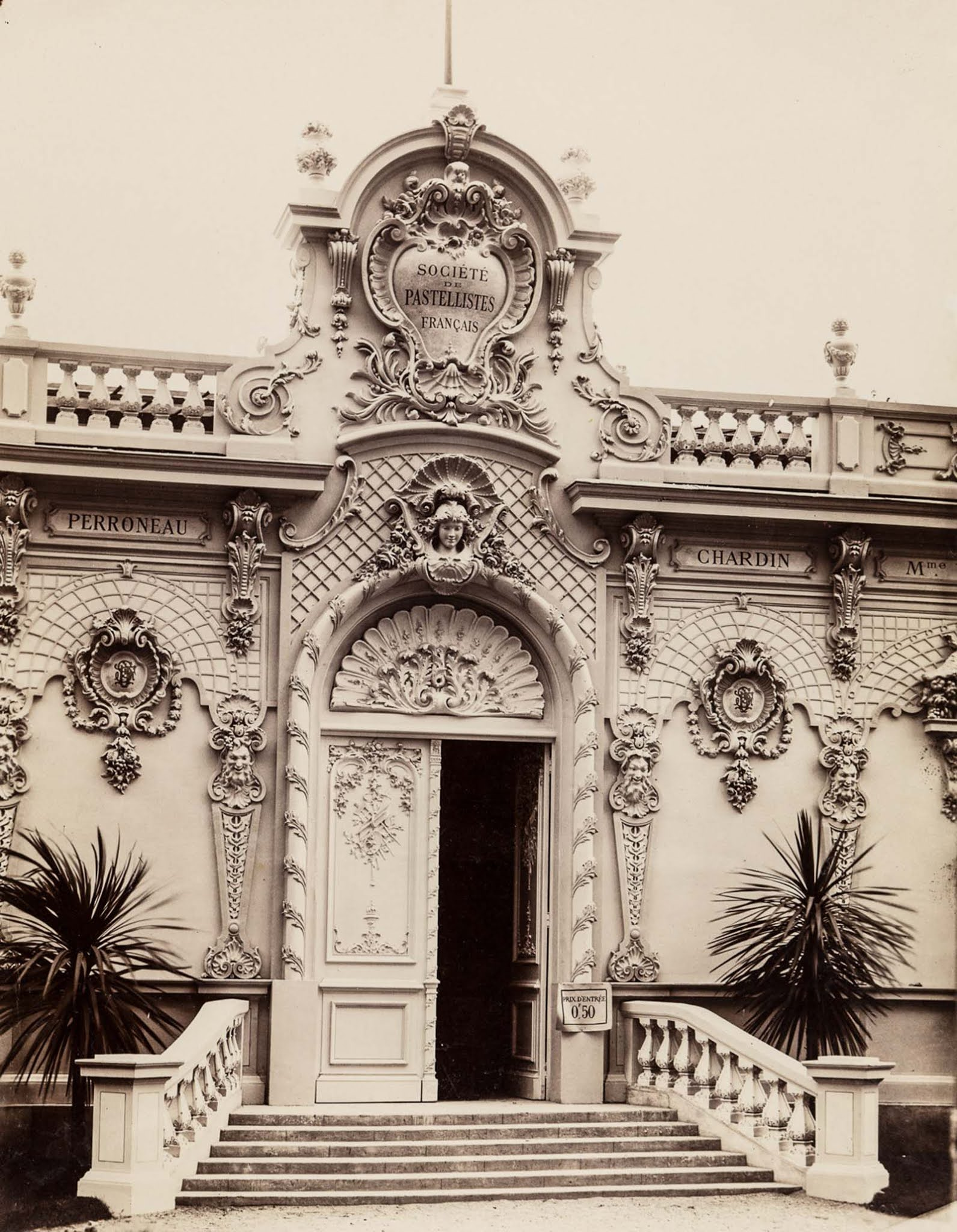 The entrance to an exhibition of French pastellists.