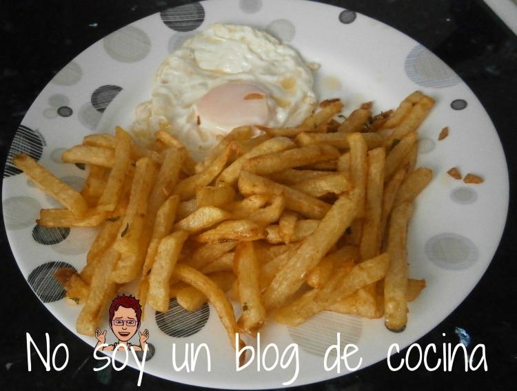 Patatas con huevo frito