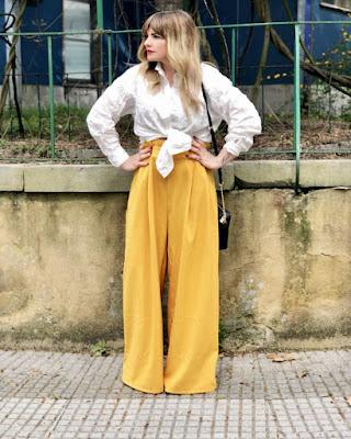 pantalón palazzo amarillo elegante