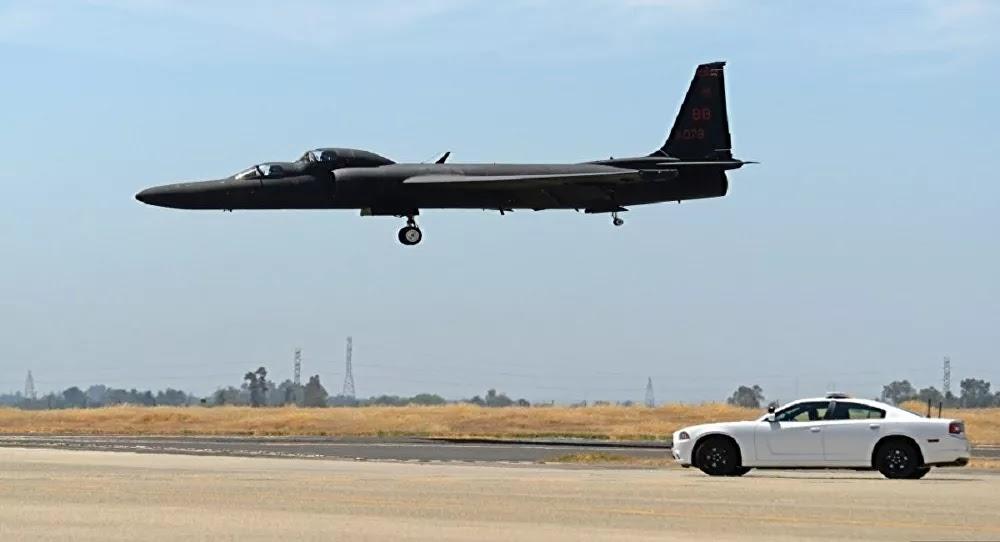 """لحظة هبوط طائرة التجسس الأمريكية """"يو - 2""""... فيديو"""