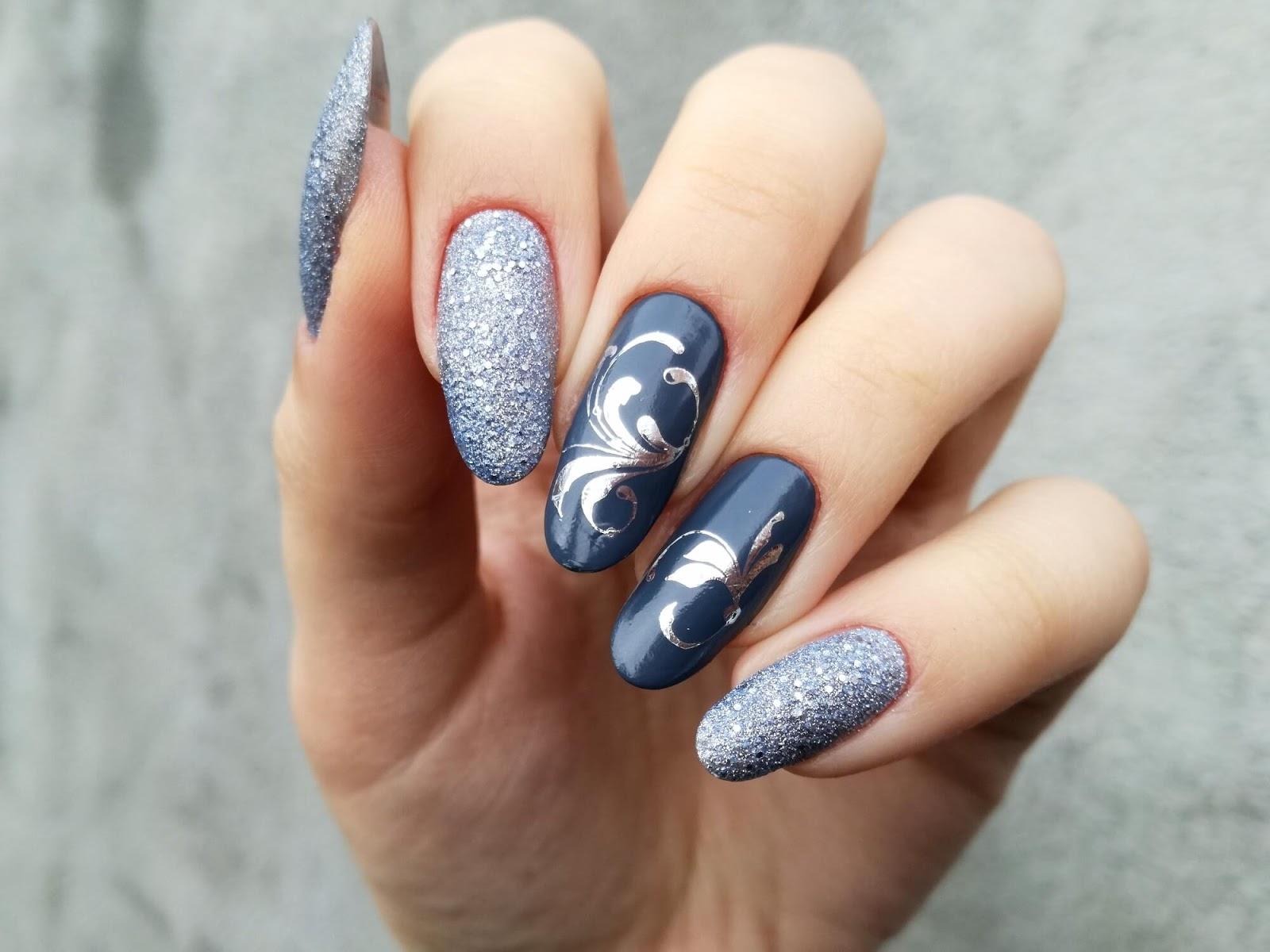 Niebiesko-szare paznokcie ze srebrnym wzorem  - moje zaręczynowe!