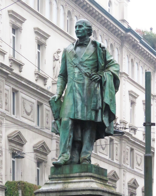 Monument to Carlo Cattaneo by Ettore Ferrari, Via Santa Margherita, Milano