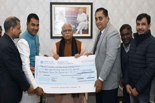 prithla-mla-nayanpal-rawat-handover-rs-three-crore-cheque-to-cm-khattar