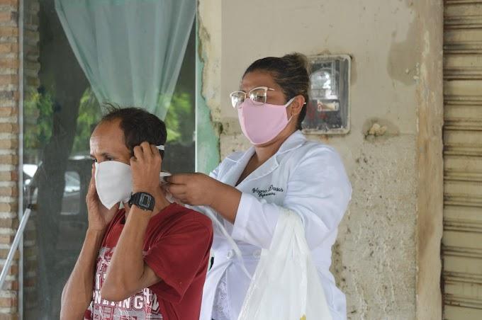 Secretaria de saúde realiza ação de conscientização com distribuição de máscaras e desinfecção dos locais públicos