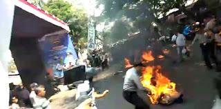 Kronologi Empat Polisi Terbakar Karena Dilempar Bensin Oleh Mahasiswa Di Cianjur