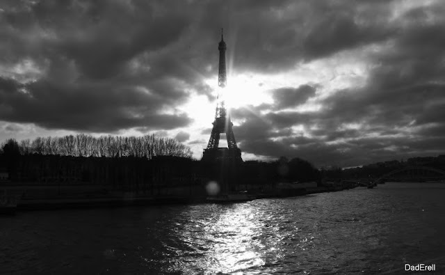 Tour Eiffel et Seine à Paris