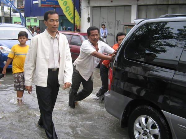 Kondisi Perekonomian seperti Tahun '97, Sinyal Jokowi Bakal Turun di Tengah Jalan?