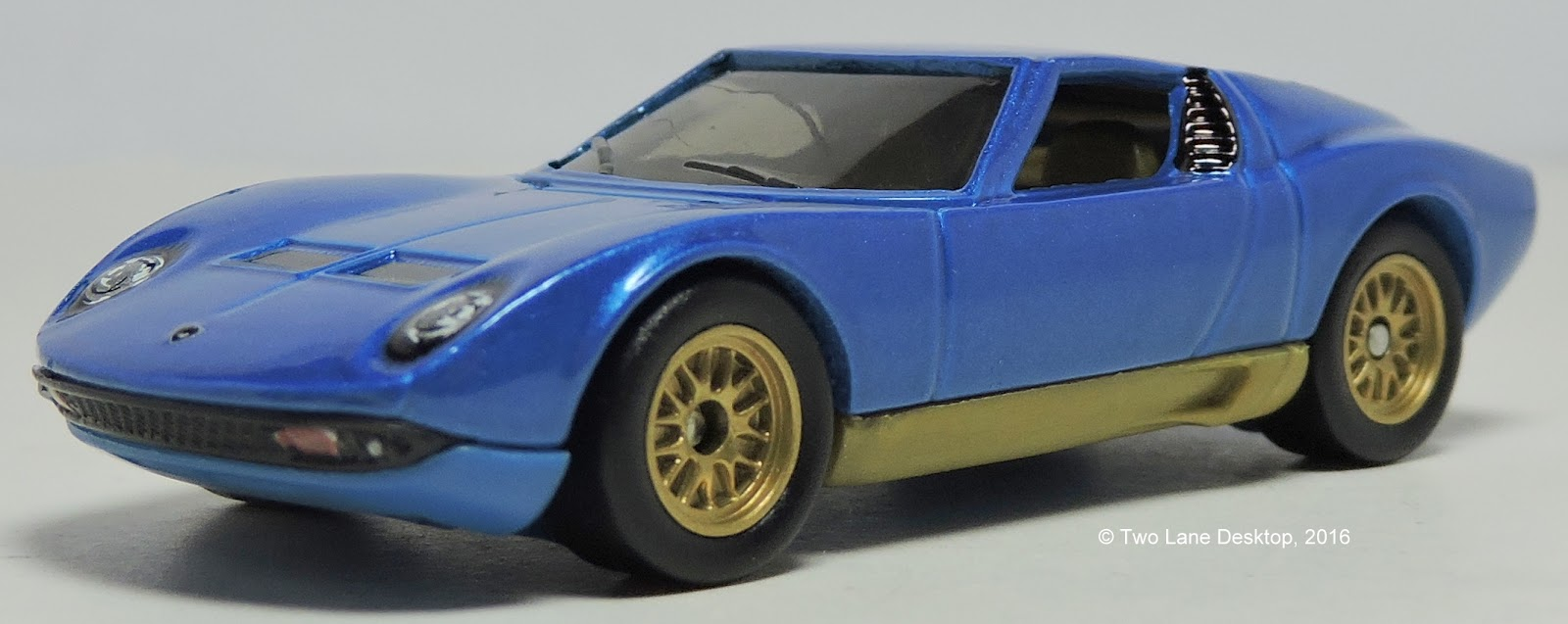 Kinsmart 1 32 And Matchbox 1 64 Lamborghini Miura Two Lane Desktop
