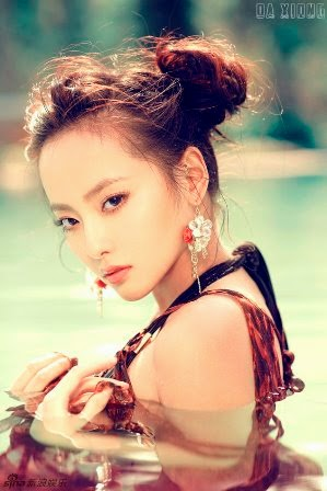 Zhang Jiani Artis Wanita Asia dengan Payudara yang Besar
