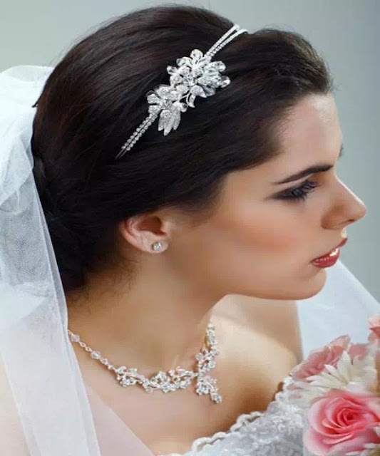 beautiful wedding hairstyle with a bun
