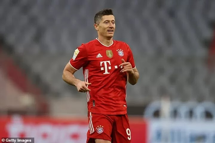 Chelsea 'have held talks with Robert Lewandowski's agent over a summer move'