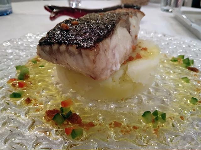 lubina con vinagreta de erizo restaurante mar de ardora