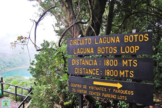 Sendero Laguna Botos en volcán Poás, Costa Rica