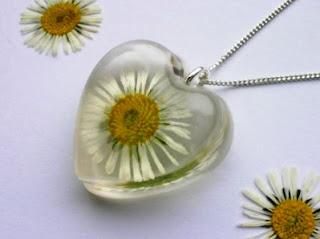 Real daisy flower pendant