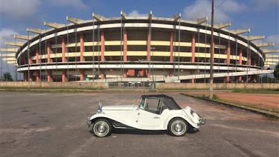 O MP Lafer 1983 estacionado diante do Estádio Mangueirão, em Belém do Pará.