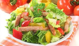 Las ensaladas dietéticas son una opción perfecta para el adulto moderno, ya que una parte importante de una vida sana es un buen plan nutricional.
