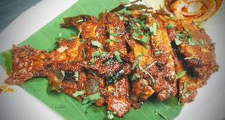 Serving pomfret fish tawa fry recipe