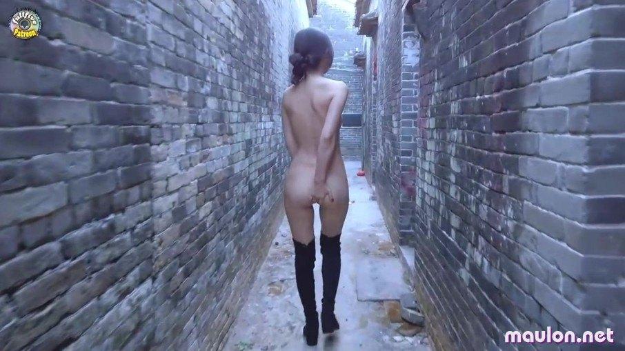 MauLon.Net - Ảnh sex vừa hay mắc đái xòe ngay giữa đường