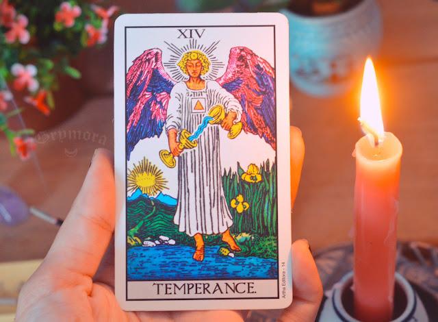 Saiba o significado da Carta 14 - A Temperança no Tarot do amor, dinheiro e trabalho, saúde, como obstáculo ou invertida e  conselho.