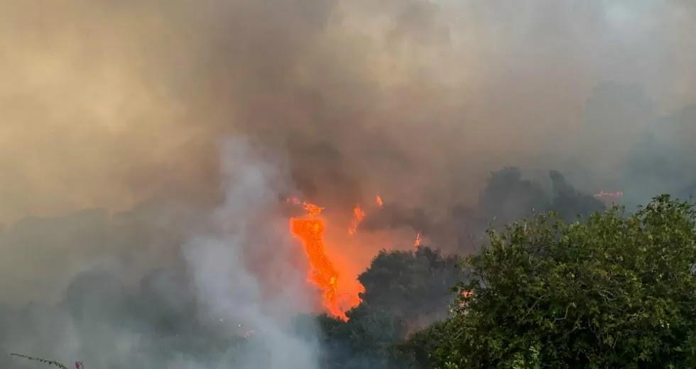 Μαίνεται η φωτιά στην Κορινθία, εκκενώθηκαν χωριά! Μιλούν για καμένα σπίτια- Γιατί δεν ειδοποίησε το 112 (vid)
