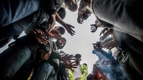 Csaknem félszáz migránst találtak szerb határőrök egy kisteherautóban