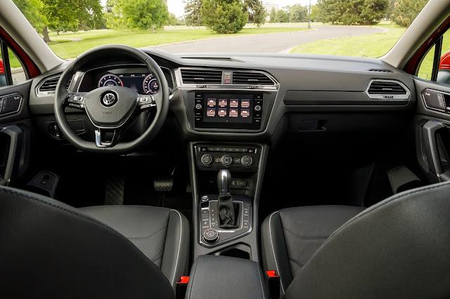 Interior view of 2018 Volkswagen Tiguan 2.0T SEL Premiu