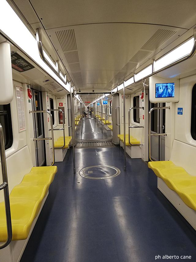 Milano ai tempi del coronavirus, la metropolitana