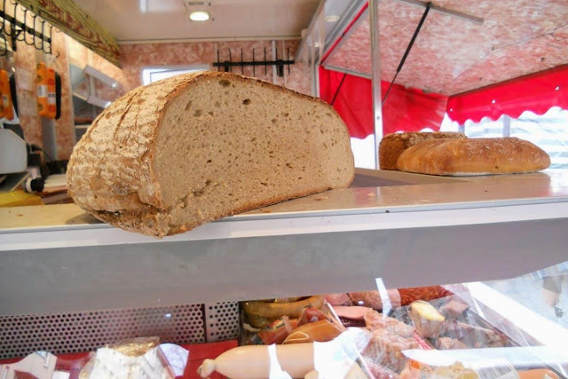 2 Days in Berlin: Sliced loaf of bread at Schöneberg Weekend Market