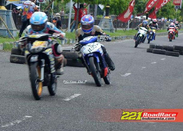 Hasil Road Race Sirkuit GOR Ponorogo 2015, Sulung Giwa & Wawan Wello Borong Piala di Masing-Masing 2 Kelas Unggulan