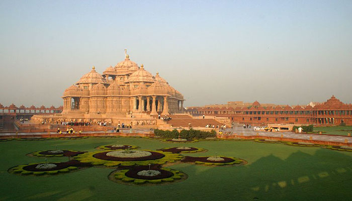 Delhi Sightseeing by Tempo Traveller on Rent