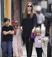 Angelina Jolie da Shiloh duro lati lo awọn isinmi pẹlu Brad Pitt