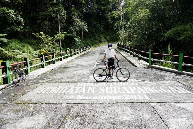 Jembatan Suropanggah di Dusun Turgo menjadi tujuan para pesepeda