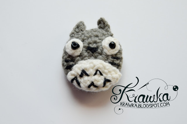 Krawka: Crochet button / pin / broosh: My neighbor Totoro