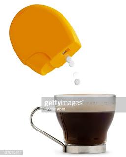 आमतौर पर चीनी से परहेज रखने वाले लोग कम कैलोरी वाले कृत्रिम स्वीटनर या शुगर फ्री स्वीटनर का सेवन करते हैं, क्योंकि उसमें शर्करा कम होती है।कृत्रिम चीनी खाने के नुकसान।समीक्षा में, सामान्य रूप से स्वस्थ आबादी द्वारा उपयोग किए जाने वाले गैर-चीनी स्वीटनर के साथ एक संभावित सहयोग का निर्धारण करने के लिए स्वास्थ्य परिणामों की एक विस्तृत श्रृंखला की जांच की गई थी।