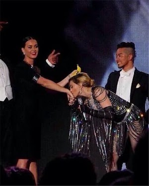 "Katy Perry ""runs"" in show of Madonna"