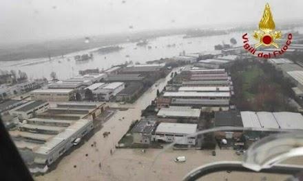 Βούλιαξε η βόρεια Ιταλία – Σφοδρές βροχοπτώσεις και πλημμύρες σε πολλές περιοχές