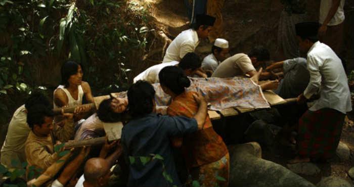 Mengenali Mitologi Sundel Bolong Asal Nusantara