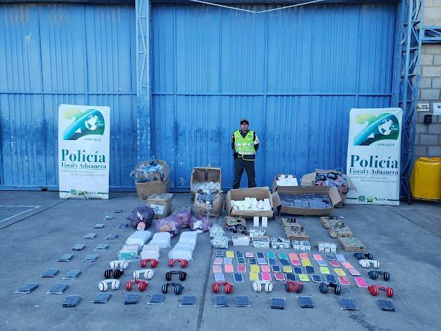 Policía Nacional decomisó en Maicao accesorios de contrabando para celulares