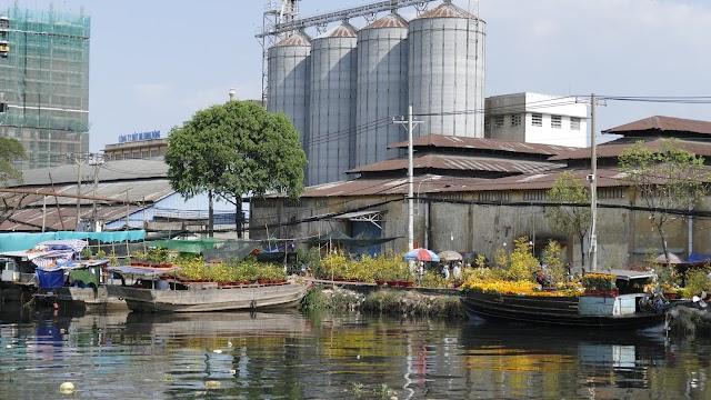 Chợ hoa Bình Đông trên bến dưới thuyền tạo nét Xuân