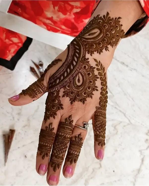 dark-henna-pattern