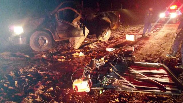 Assaltantes roubam F-250 em zona rural e capotam veículo durante perseguição cinematográfica!