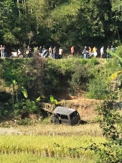 Di Sindangkerta, Minibus Berpenumpang 7 Orang Terjun ke Jurang