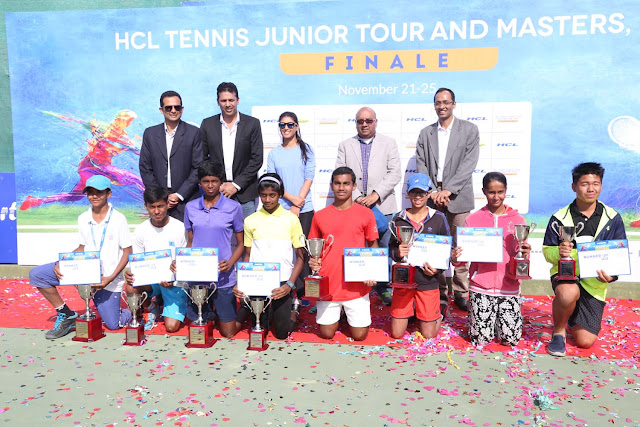 Final-Mahesh Bhupathi with Roshni Nadar Malhotra and the winners & runners-up of HCL Tennis Junior Tour & Masters