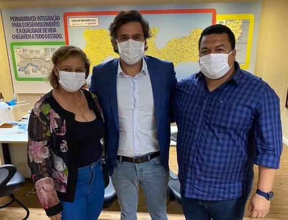 Ao lado da prefeita, Regina Cunha, Rodrigo Noves  anuncia ida do governador à Itaíba e licitação da estrada do Jirau