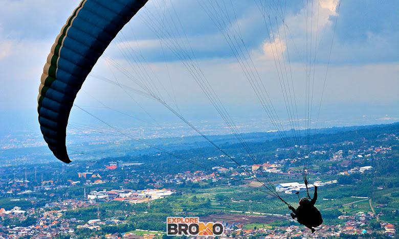 panorama kota wisata batu dari ketinggian