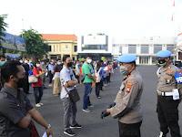 Antusias Masyarakat Berbondong-Bondong Mendatang Gerai Vaksinasi Presisi di Polrestabes Surabaya*