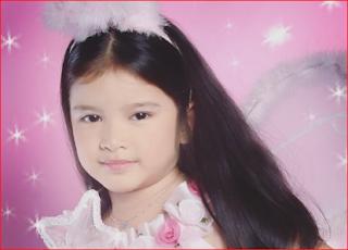 """Mediaweb4u-Sebelumnya sudah shering mengenai Biodata Ziva dan CPNS 2019 dan pada kesempatan kali ini saya akan shere """"Biodata Lengkap Tiara Anugrah Asal Jember (Indonesia Idol)""""-Tiara adalah nama yang akrab disapa oleh semua penggemarnya,Tiara lahir dengan nama lengkpnya Tiara Anugrah Eka Setyoardini. Tiara adalah buah hati yang pertama dari Bapak Deddy Nugroho Dan Ibu Yoshida Setyo Astri. Tiara Anugrah Eka Setyoardini dilahirkan dan dibesarkan oleh bapak dan ibunya di Kab. jember-Jatim, sejak kecil dia sudah terlihat ada bakat menyanyi, sejak duduk di Taman Kanak Kanak (TK) Tiara sudah pandai menyanyi bahkan sang gurunya pun terpukau oleh suaranya. Setelah tiara duduk di kelas 5 Sekolah Dasar (SD) ia dimasukan less menyanyi oleh orang tuanya (Bapak Deddy Nugroho Dan Ibu Yoshida Setyo Astri), dengan cara mengundang guru vokal ke rumahnya untuk mengajar Tiara teknik vokal.      Tiara  Kecil    Tiara dan orang tuanya beragama Islam  Chennel yuotube Tiara : https://www.youtube.com/channel/UCX84hVqZCc9h3BxCrtodOkQ  Akun Instagram Tiara Idol: TiaraAnugrahh  Pendidikan Tiara Idol:  Tiara Idol pernah sekolah di Sekolah Dasar (SD) Al Furqan di Jember, kemudian lanjut di SMP Negeri 3 Jember dan sekarang lanjut ke SMA Muhammadiyah 3 Jember.        Pada tahun 2018 lalu, ia sempat menjadi ikon dalam Jember Fashion Carnaval.      Tiara Make Up    Nomor Hp : Belum diketahui  Wa : Belom diketahui  Suami : belum punya  Pacar : Belum diketahui  Usia 18 tahun      Tiara With Bunda"""