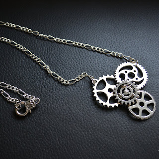 https://www.etsy.com/fr/listing/238983010/collier-steampunk-couleur-argent?ref=shop_home_active_1