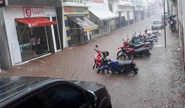 Caculé: Após temporal, moradores contabilizam prejuízos causados pela chuva